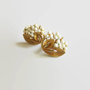White Flower Earrings, Mid Century, Textured Gold Tone Metal & White Plastic Cabochons, Stylized Floral Plants