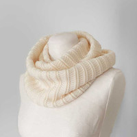 Knitted cream cashmere blend cowl 'Icicle'