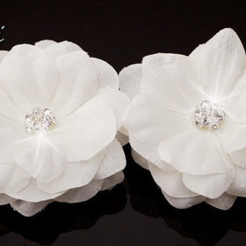 Bridal hair flowers, Set of 2 small white Flowers with Rhinestone hair clips / brooch / shoe clips, wedding hair accessory