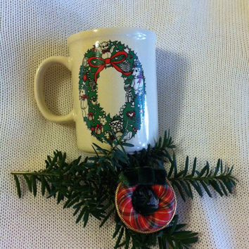 Christmas Wreath Mug Vintage Enesco  Lucy and Me Ceramic Holiday Tea Coffee Cup Green Wreath Design With Bears and Christmas Ornaments