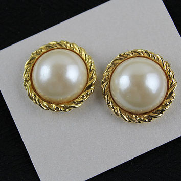 Vintage 80s Large Pearl Button Clip Earrings, J187