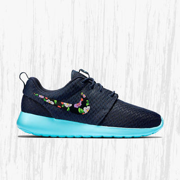 Nike Roshe Custom Floral design, Hand painted floral, lilac flower, Women's Nike Roshe Custom, fashionable design