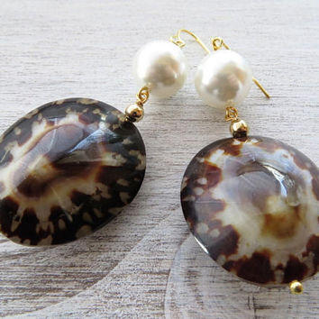 Shell earrings, tortoise earrings, freshwater pearl earrings, summer earrings, dangle earrings, italian jewelry, contemporary jewelry bijoux