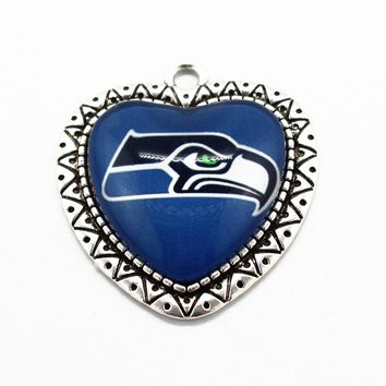 Newest 10pcs/lot Heart Glass Pendant Football Sports Seattle Seahawks Team Alloy Dangle Charms For Men Women Necklace Jewelry