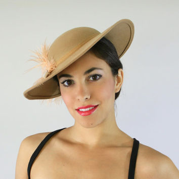 Vintage 1940s Tan Tilt Hat - Wool Side Hat with Pink Feather / Fall Fashion