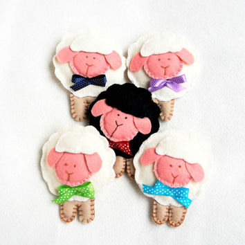 Sheep felt ornament set of 5, lamb Easter decoration, baby mobile, Nursery Housewarming home decor