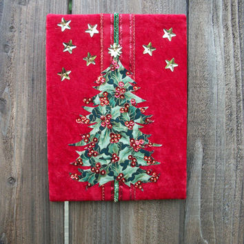 "Holly Berry Christmas Tree Wall Decoration, Season's Greetings, Happy Holidays Gold Stars 6"" x 8"""