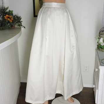 White wedding skirt / long white tulle skirt / size 7 / 8 / white satin tulle lined full skirt / white formal skirt / SunnyBohoVintage
