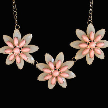 Daisy Necklace, In Peach And Cream Lucite, Set In Gold Tone