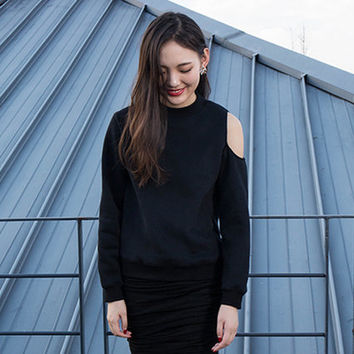 womens sweatshirt,black sweatshirt,black sweater,black top,winter tops,one shoulder top,black blouse,womens tops,womens sweaters.--E0844