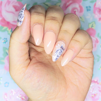 White Roses on Nude press on nails