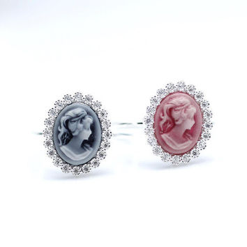 Classic Cameo Ring detailed with CZ in Pink / Blue