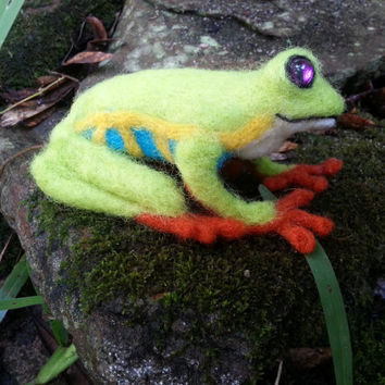 Lázaro the Tree Frog - Needle Felted Tree Frog, Felt Frog, Soft Sculpture - Nature Lover Christmas Gift