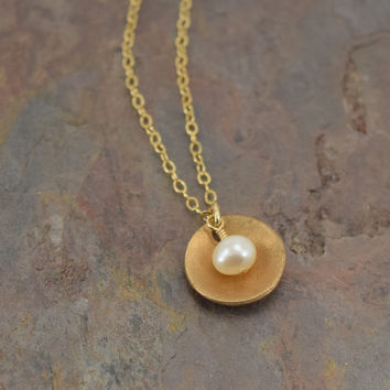 Pod Gold Necklace with Pearl