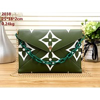 LV tide brand female small square bag envelope bag shoulder bag chain bag green