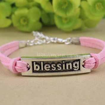 Blessing bracelet the pink bracelet, wish everyone happy
