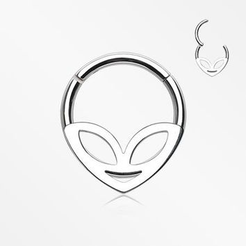 Retro Alien Head Segment Clicker Ring