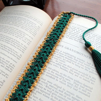 Crochet lace bookmark with a tassel, green and gold