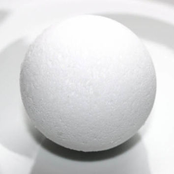 IRIS Bath Bomb - Bathbomb Fizzy - White but Surprise Green Inside!
