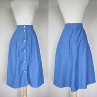 1980's blue chambray skirt, medium skirt, size 8, pockets, full skirt, A line skirt, button down skirt, silver buttons, tea length.