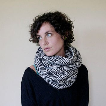 Thick Knit Infinity Scarf Geometric Pattern - Black & White