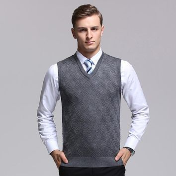 2017 Fashion Design Sleeveless Male wool V Neck Sweater Vest Men Knitted Waistcoat Argyle Pattern