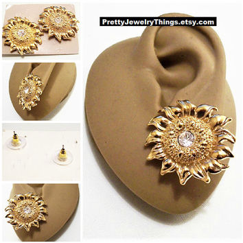 Avon Sunflower Crystal Pierced Stud Earrings Gold Tone Vintage Large Scallop Edge Pinpoint Raised Nail Head Center Surgical Steel Post
