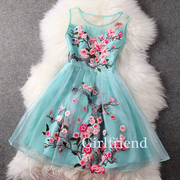 Elegant Sleeveless Short Green Organza Embroidered Prom Dress, Bridesmaid dress