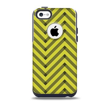 The Gold & Black Sketch Chevron Skin for the iPhone 5c OtterBox Commuter Case