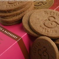 Elegant and English Chocolate and Raspberries Biscuits (5.36 ounce)