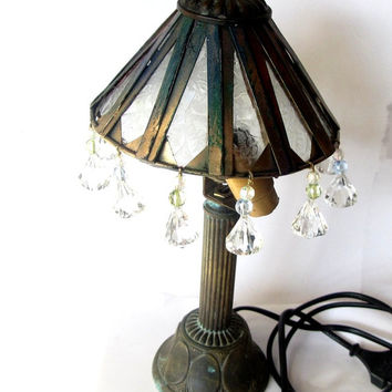 Upcycled vintage copper tiffany standing lamp. Table lamp with frosted 1950s glass and faceted acrylic beads. copper patina. Rusty metal.
