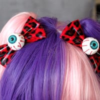 You choose 7 COLORS available - Eye Bow Eyeball Hair clip Alligator - Creepy Kawaii - Cute - Horror - Psychobilly - PVC vinyle appearance
