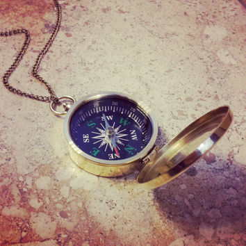 SALE - Compass Necklace w/ lid, Shiny Gold / Brass, Nautical Vintage Style