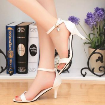 One-nice™ GUCCI Buckle Fashion women thick&Pointed heels open-toed sandals shoes white