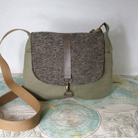 Milwaukee // Crossbody messenger bag // Adjustable strap // Vegan purse // Travel purse //. Tweed // Ready to ship