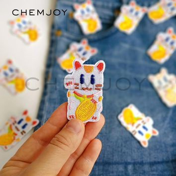 Embroidery Maneki Neko Cat Patch for Clothing Iron on Cute Lucky Fortune Cat Applique Sew on Clothes Stickers Denim Jacket Patch