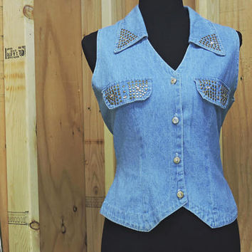 Sleeveless denim shirt / size M / embellished western denim shirt / country western denim shirt / made in USA