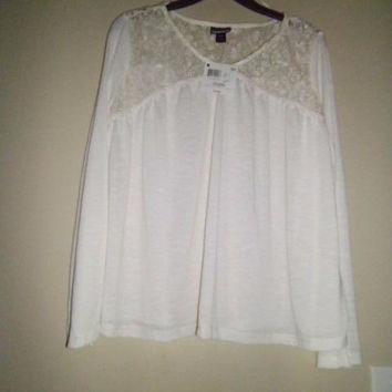 JUNIORS JOE BOXER CREME TOP SIZE XL;LACE IN FRONT ON NECK AND LACE BACK OF NECK