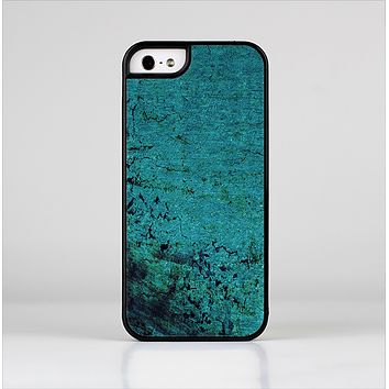 The Grungy Teal Surface Skin-Sert Case for the Apple iPhone 5/5s