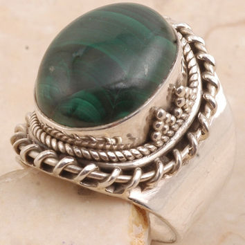 Tremendous Ring in 925 Sterling Silver Malachite