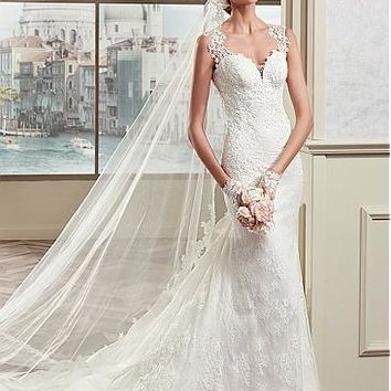 [228.99] Elegant Tulle & Satin Scoop Neckline Mermaid Wedding Dresses With Lace Appliques - dressilyme.com