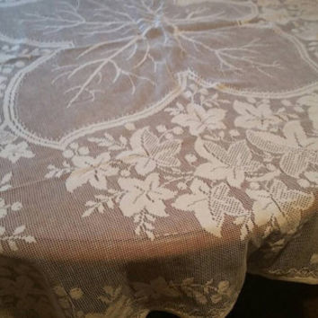 Vintage lace tablecloth /pretty lace square table linen