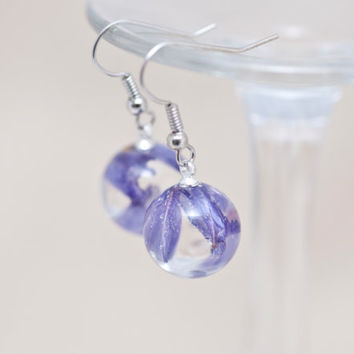 Earrings resin orb, handmade, lilac dried flower immersed in the jewelry epoxy resin.