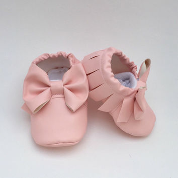 Baby moccs **Several colors available** baby girl moccasins with bow, crib shoes, non-slip baby shoes, baby moccasins, baby girl moccs, mocc
