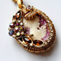 BEAUTY QUEEN necklace // Vintage Victorian Cameo Crystal Rhinestone Pendant // Amber Brown Gold Tone