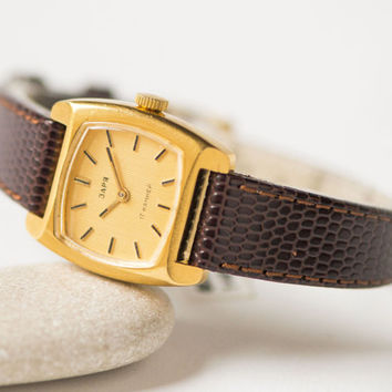 Modern women's watch Zaria\Dawn gift – gold plated lady's watch square - shockproof woman's watch quality mark – new premium leather strap