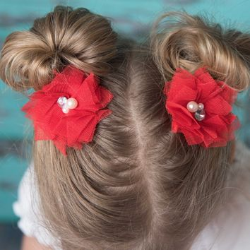 Red tulle bow,