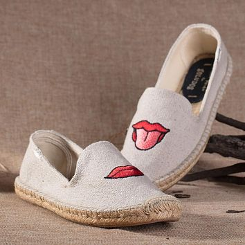 Soludos Women Platform Red Lips Embroidery Slipper