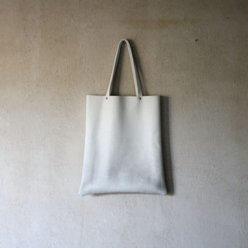 XL White airbrushed leather shopper