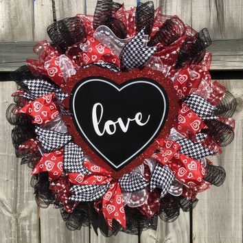 Valentine LOVE Mesh Wreath | Wall Decor | Front Door Decor | Wedding Aniversary